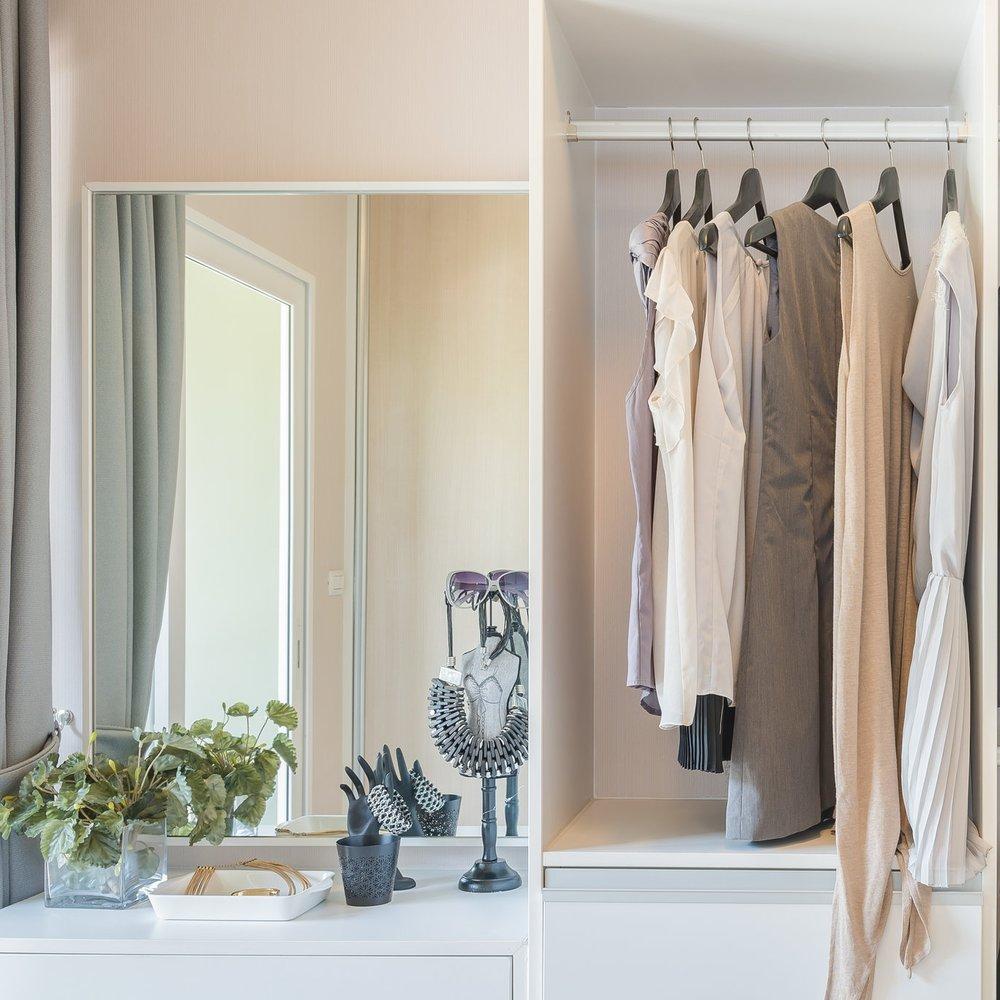 closet-hanging-items