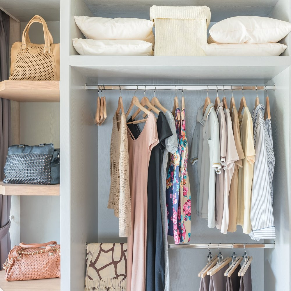 hanging-clothes-in-closet
