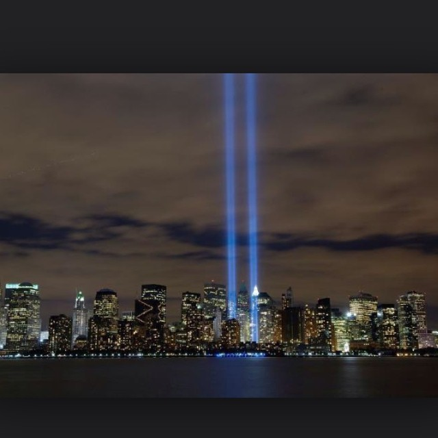 arietawh0 :     We shall never forget the day the world changed forever. RIP to all those who lost their lives. #9/11 #RIP #NYC