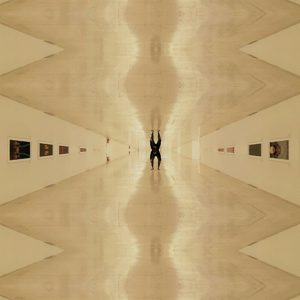 1746178695_mirror.jpg