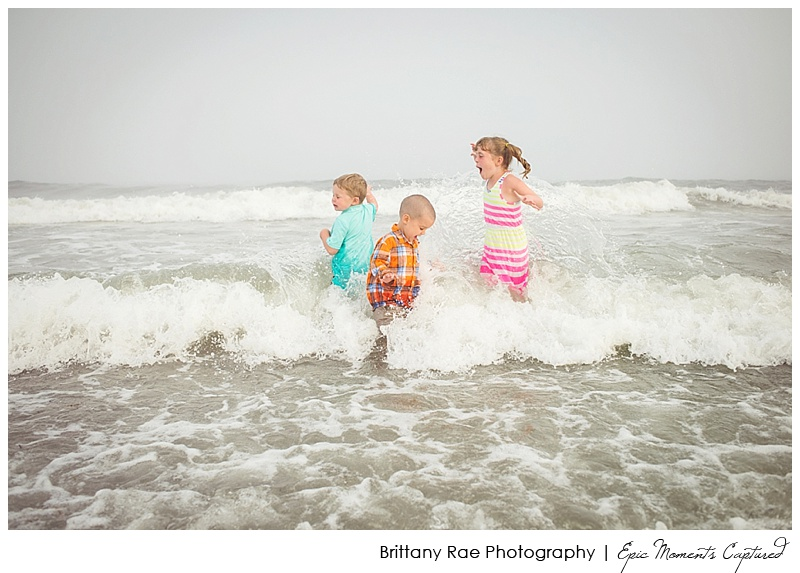 Kennebunkport Family Portraits - kids in a big wave