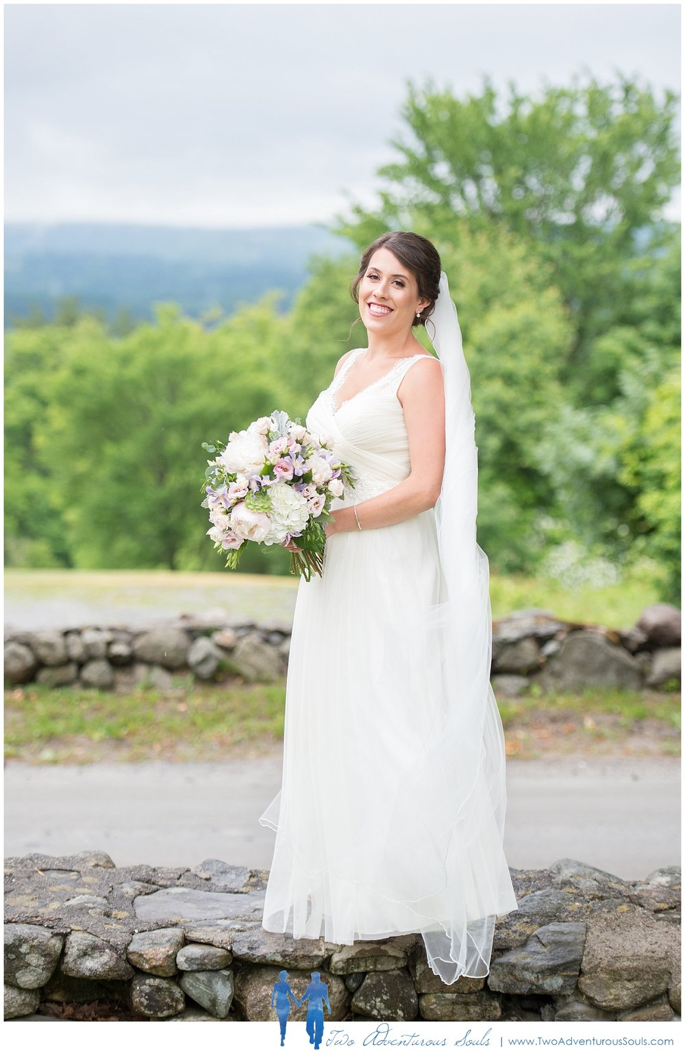 Dexter's Inn Wedding, New Hampshire Wedding Photographers_Bridal Portrait