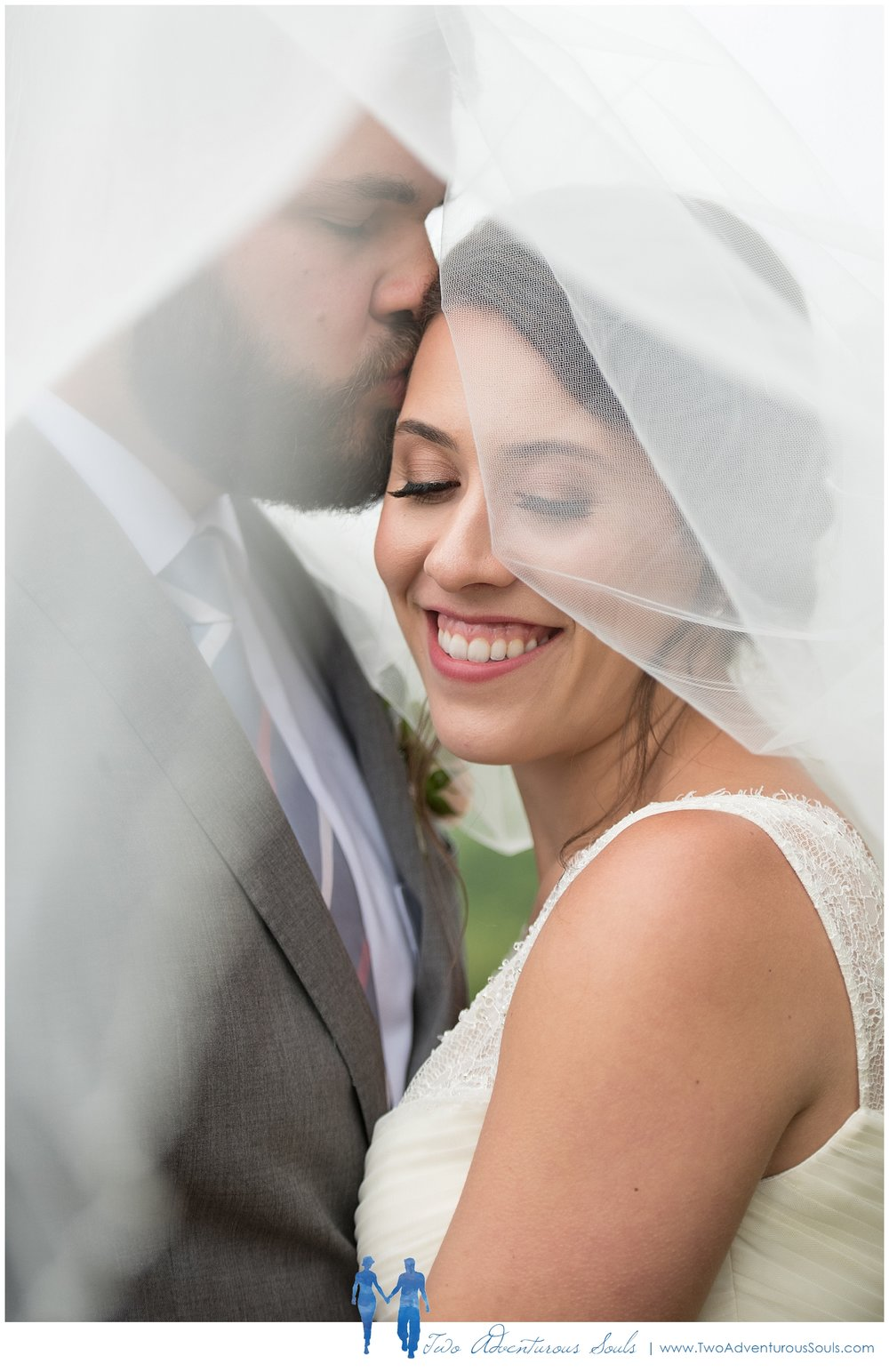 Dexter's Inn Wedding, New Hampshire Wedding Photographers_Bridal Veil Portrait
