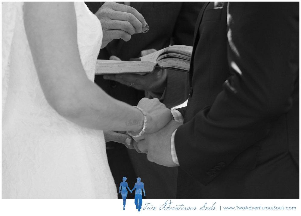 Inn-on-Peaks-Island-Wedding-Maine-Wedding-Photographers_0021.jpg