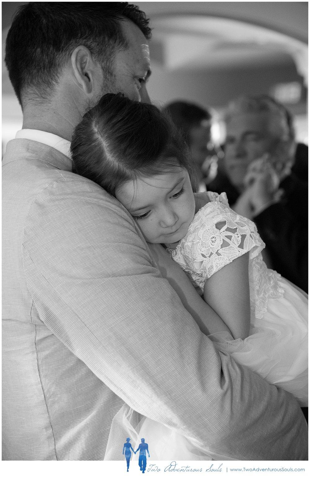Inn-on-Peaks-Island-Wedding-Maine-Wedding-Photographers_0042.jpg