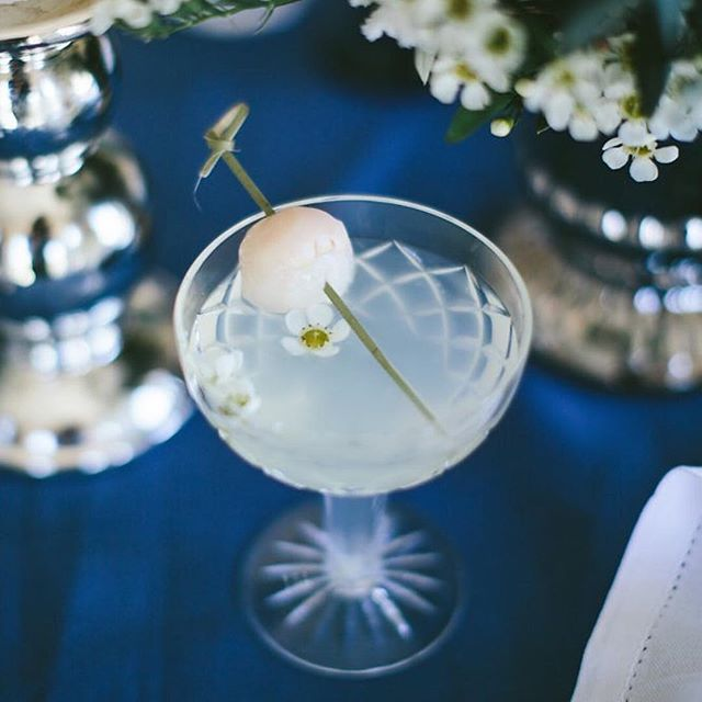 It may only be Monday, but who needs this lychee cocktail right about now?! Repost @whitewhiteweddings @cuisineoncue 🍸for @theweddingharvest  #engaged #engaged💍 #isaidyes #isaidyes💍 #heasked #weddingplanning #weddinginspiration #wedding #bride #engagementring #weddingring #engagement #engagements #wedding #bridalbox #bridalsubscriptionbox #bridalgift