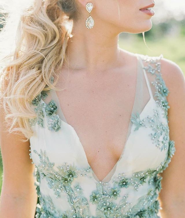 This dress! 😍😍😍 Photography: @maria.lamb Event Coordination: @vanityaffairevents Event Design + Floral Design: @kalebnormanjames Wedding Dress: @shopgossamer Hair: @sweptawaypdx  #engaged #engaged💍 #isaidyes #isaidyes💍 #heasked #weddingplanning #weddinginspiration #wedding #bride #engagementring #weddingring #engagement #engagements #wedding #bridebox #bridalbox #bridalsubscriptionbox #bridalgift #weddingbox #bridegift #subscriptionbox #subscriptiongifts #engagementbox #engagementgift
