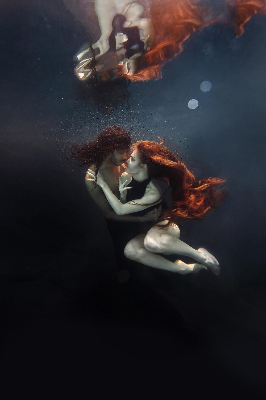 Ilse Moore underwater crystal couple_003.jpg