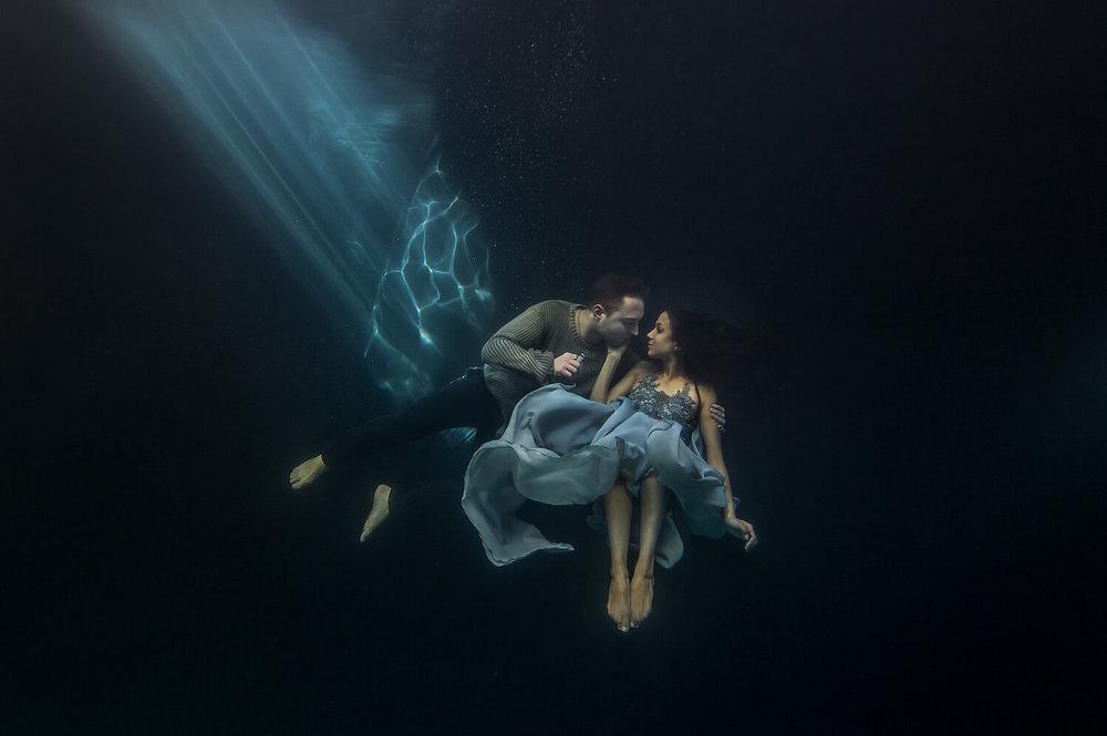 Ilse Moore underwater crystal couple_005.jpg