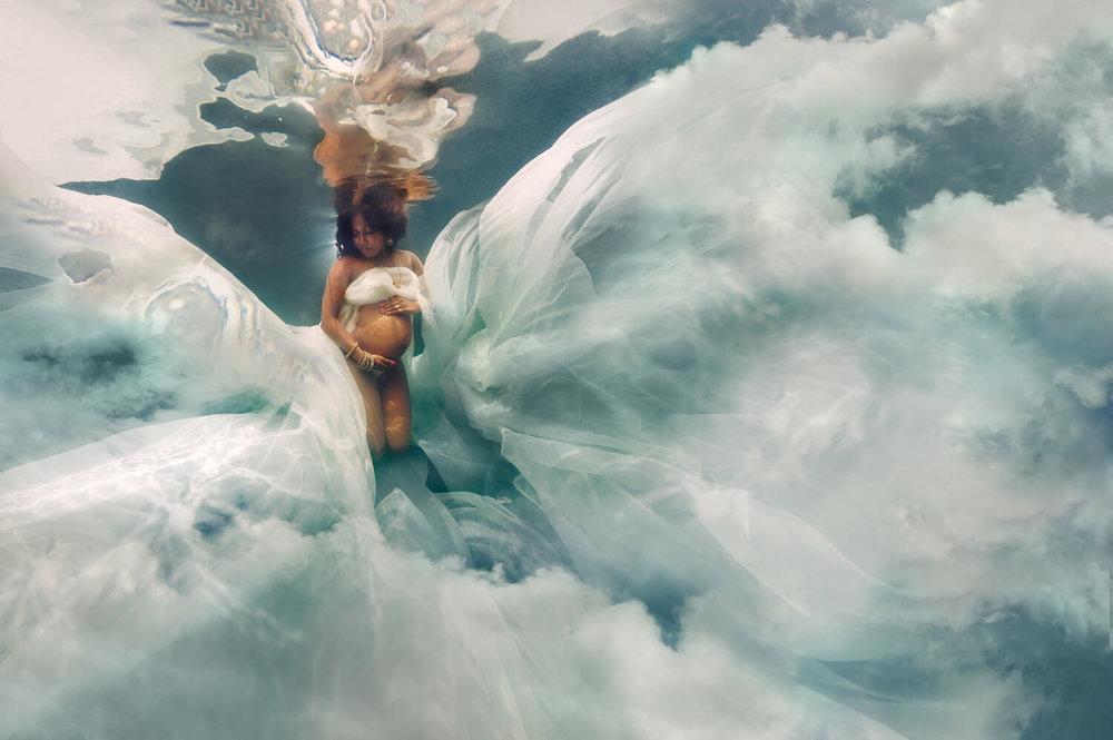 Ilse Moore underwater maternity light_007.jpg