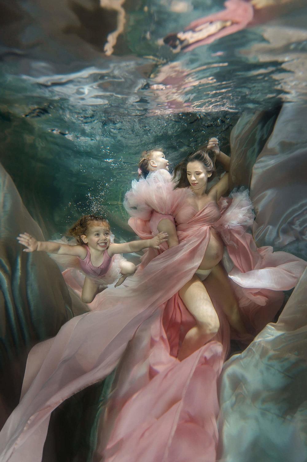 Ilse Moore underwater maternity family_002.jpg