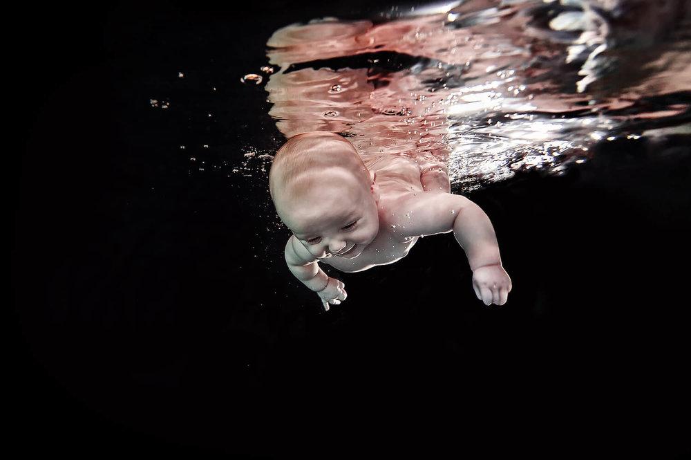 Ilse Moore underwater baby mom_001.jpg