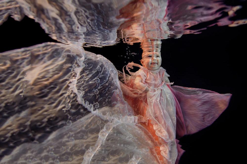 Ilse Moore underwater baby mom_005.jpg