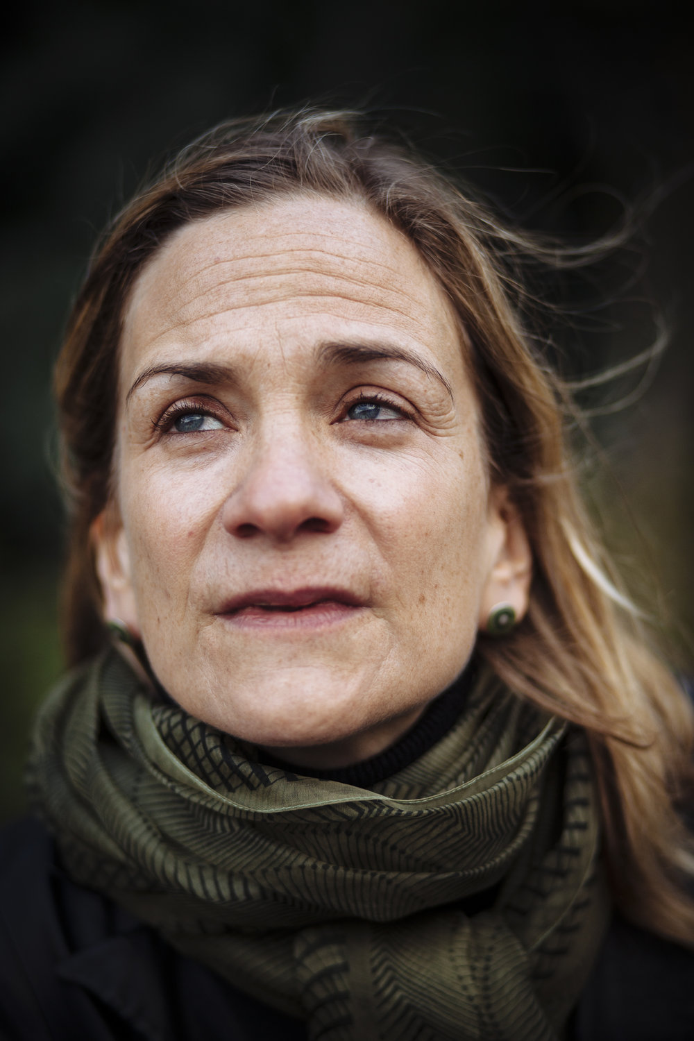 "Author Tracy Chevalier, best known for her novel ""Girl with a Pearl Earring"", poses for a portrait outside the Natural History Museum, London, Friday, Nov. 27, 2009. (AP Photo/David Azia)"