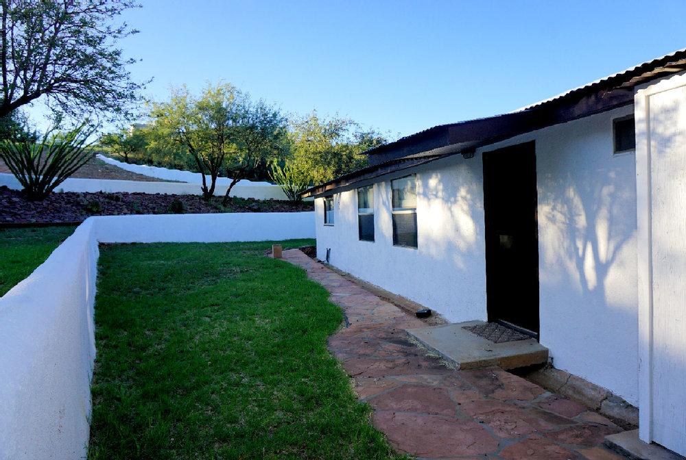 Private yard Bunkhouse 2.jpg