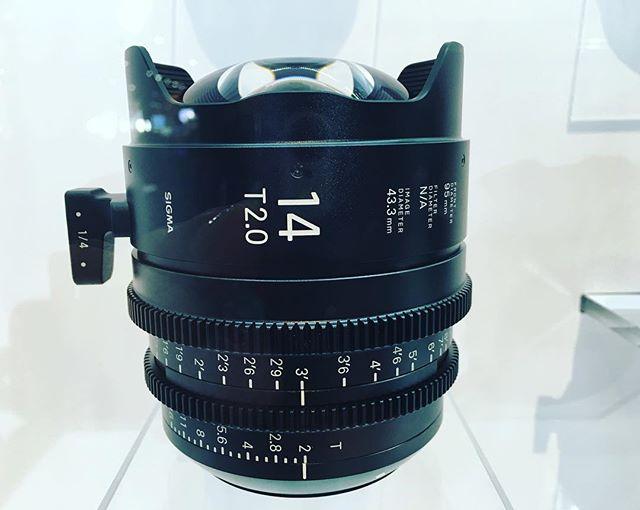 #sigmalenses #bestlenses #nabshow #filmequipment #mediaequipment #cinematographer #cinematography