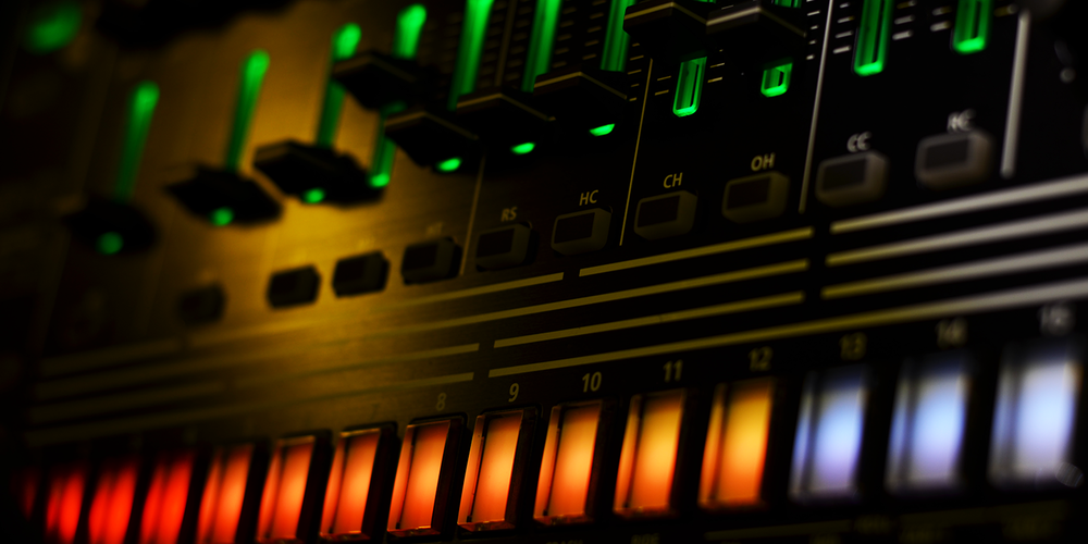 Roland TR-8/OS 1.06     Internal Sync    > Audio Out Jitter - 101 samples (2.10ms)    External Sync - MIDI Clock    > Audio Out Jitter - 189 samples (3.94ms) > Start Latency - 68 samples (1.93ms)