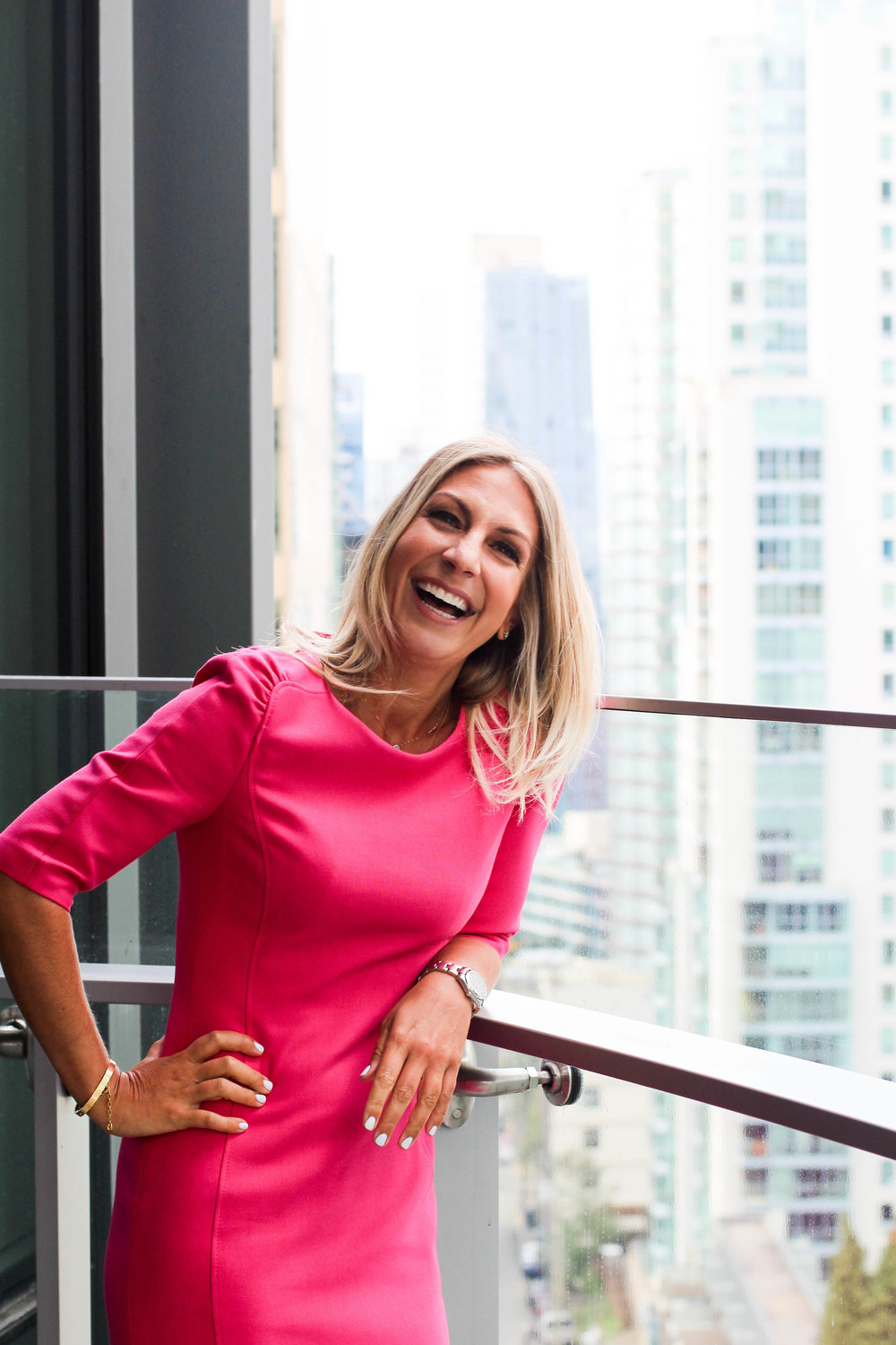 Hi, I'm Jane Stoller. - I'm a Swiss-Canadian author, speaker and life-biz organizer. My passion is in de-cluttering spaces and organizing business processes. Whether you're an individual looking to revamp your space or a large corporation needing a complete business overhaul, I can help.