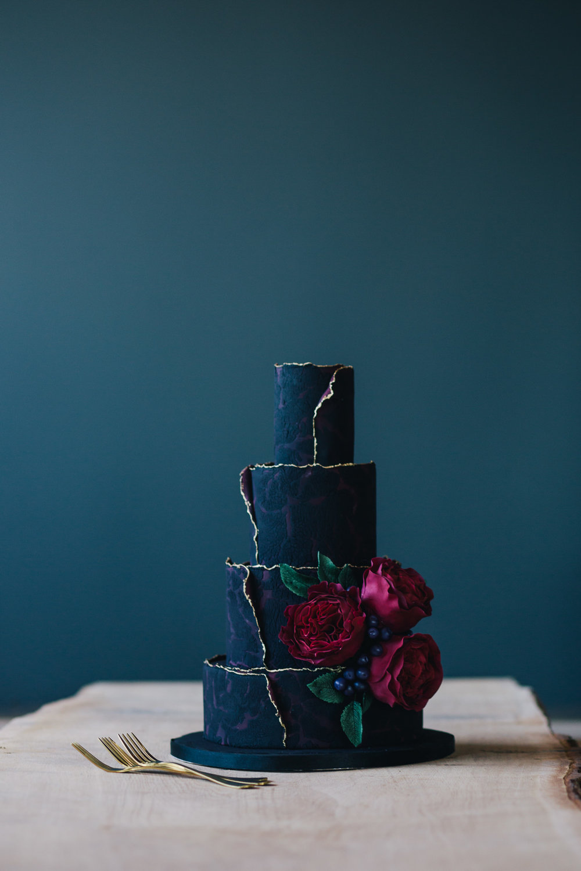 Weddings_In_The_Wyldes_Adj_Brown_cake1.jpg