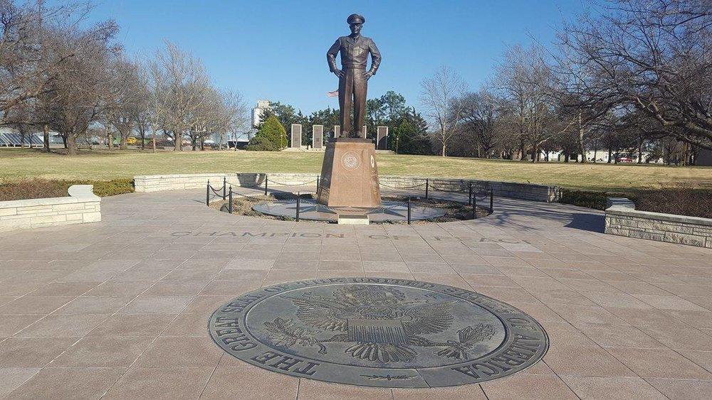 Ike-Statue.jpg