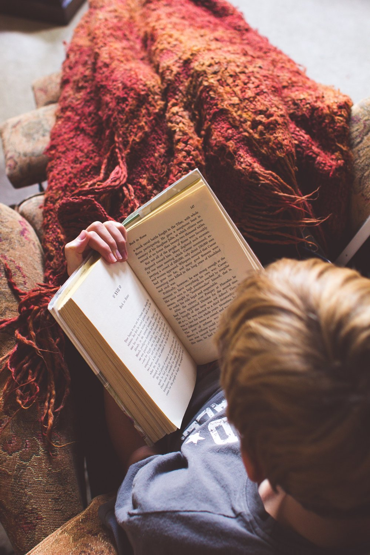blanket-book-boy-79697.jpg