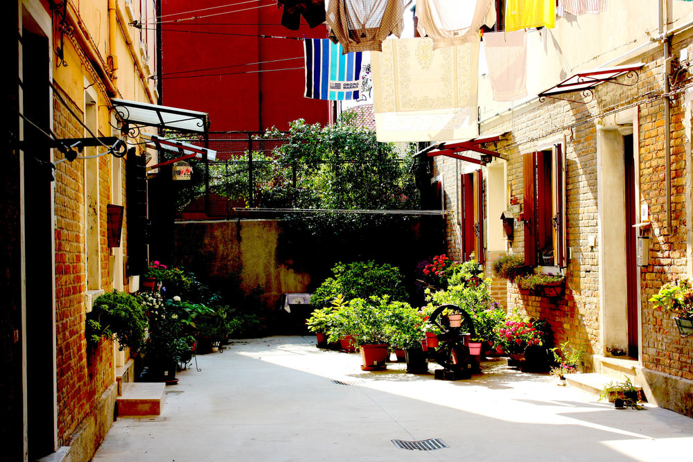 Picturesque alleyway | Why I don't like Venice | The Lavorato Lens