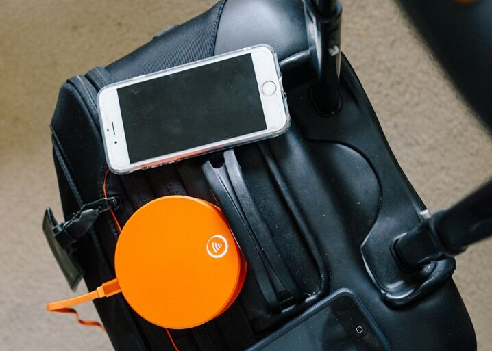 Skyroam Solis is the perfect travel gift for your travel-loving friend or family member | The Lavorato Lens