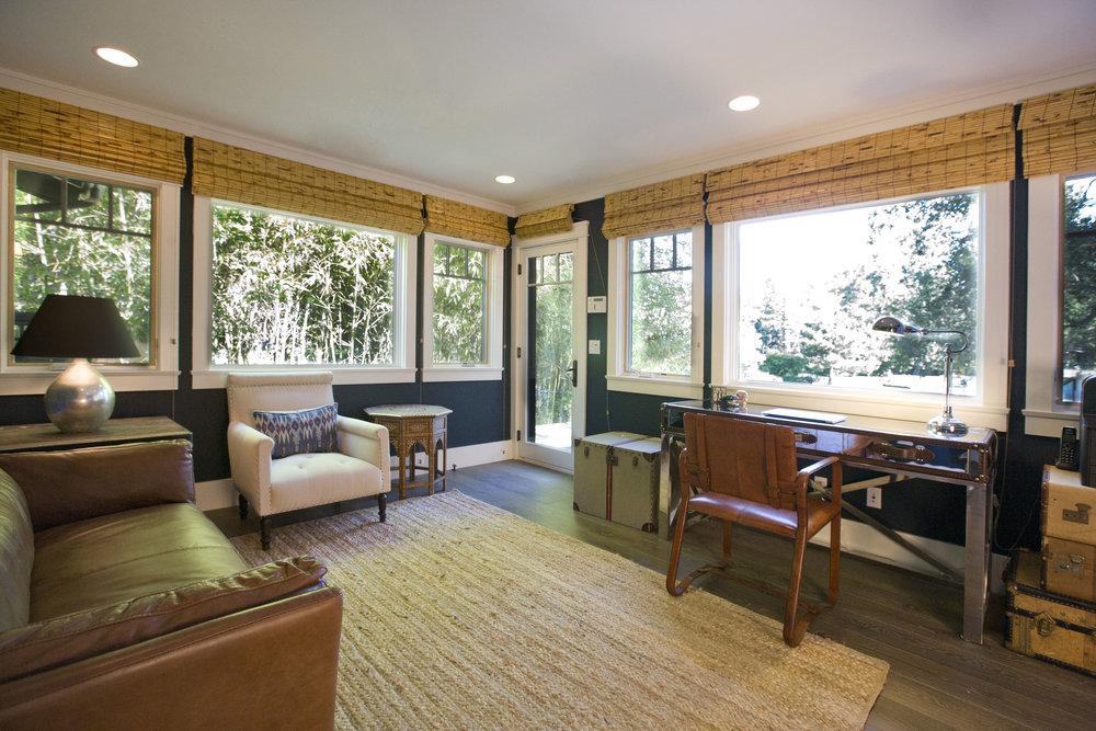 Chelsea-bedroom-wrap-around-window-desk.JPG