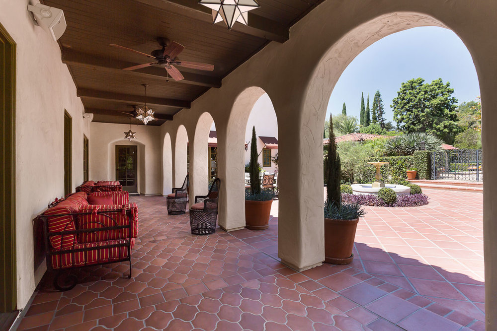 spanish-style-arches-patio-chelsea.jpg