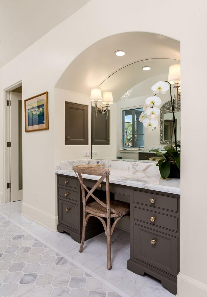 make-up-table-vanity-mirror-chelsea-inlet.jpg