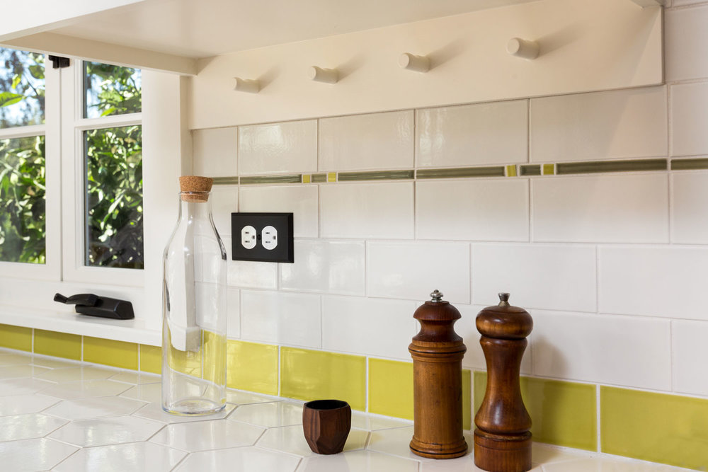 kitchen-subway-tiles-peg-board-chelsea.jpg