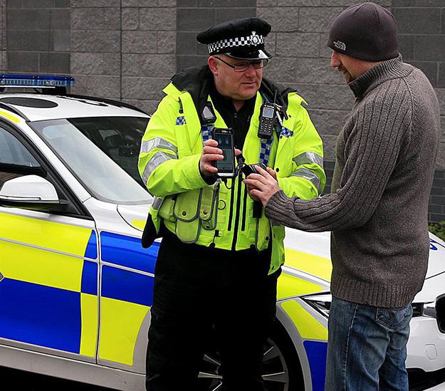 uk_police_scanner.jpg
