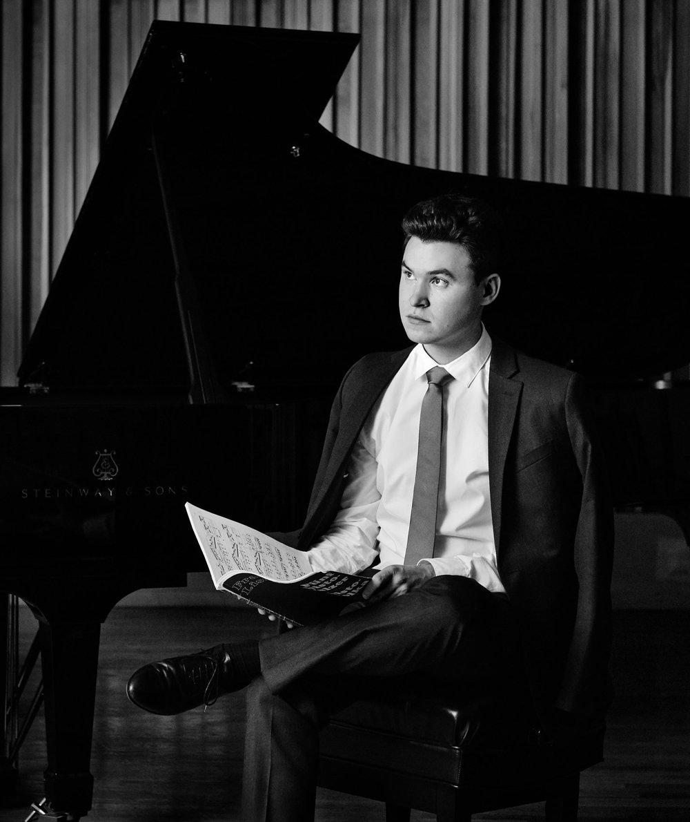 SCHUBERT-LISZT Ständchen (Serenade)Matthew Graybil, piano -