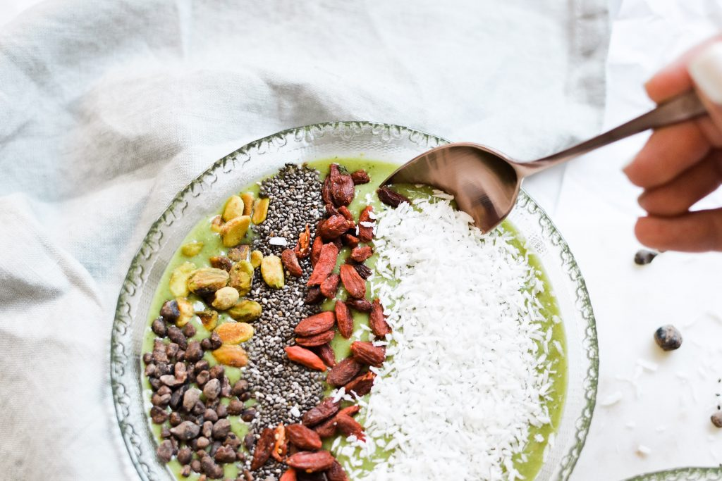 Matcha Coconut Smoothie Bowl - Noodoso