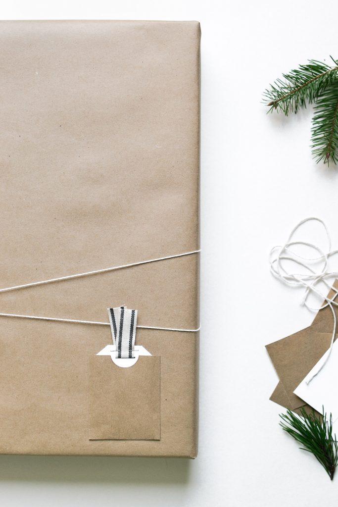 Minimal Christmas Wrapping - Noodoso