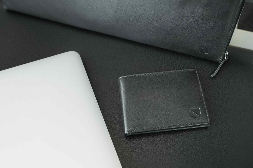 bifold-wallet-black-leather-rfid-47_1d7fb15c-640f-49db-a023-cc38748247d6_2048x.jpg
