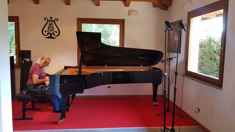 Paolo Restani - Paolo Restani Steinway&Sons Artist allo studio di Lorenzo Cerneaz registra Liszt