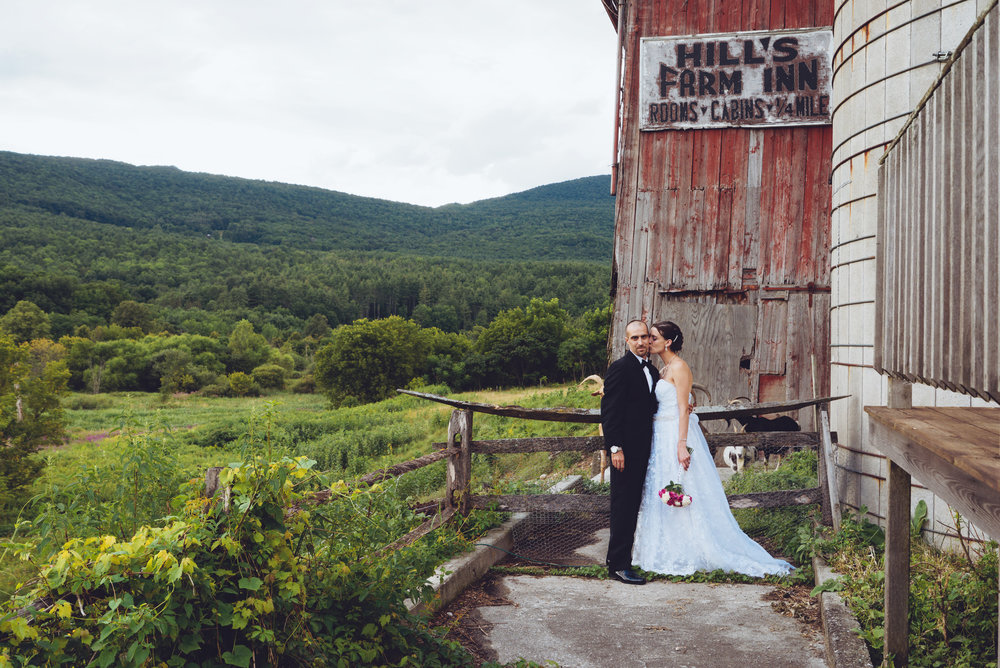 Anna&Chris_Vermont_Kissing_Barn.jpg