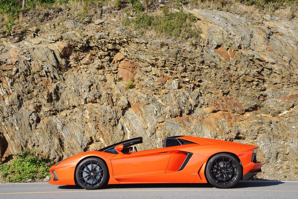 Lamborghini_Aventador_Profile_Rocks.jpg