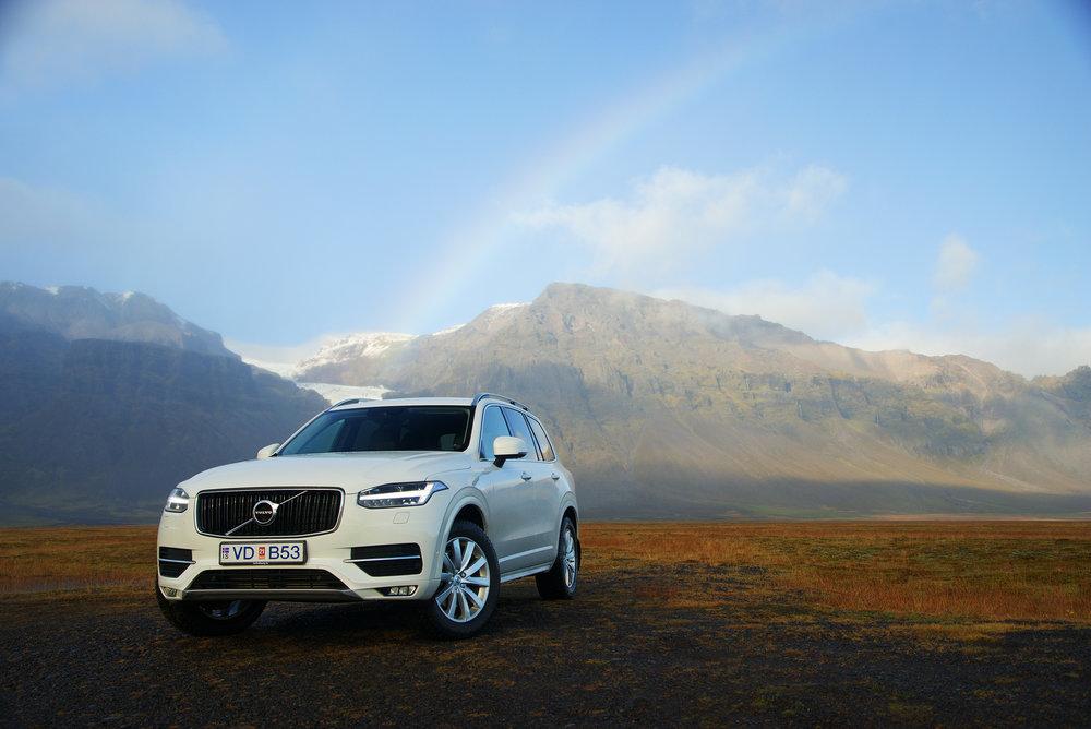 Volvo_XC90_Iceland_Raindow&Mountains.jpg