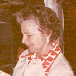 1977-78 Agnes Tuer -.jpg