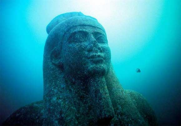 yonaguni-face-statue-japan.jpg