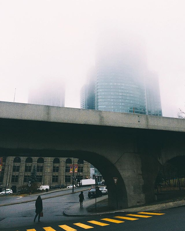 Looking forward to foggy days in the city . • • • • • #montreal #montrealmoments #urban #foggy #moodygrams #fallisintheair #vsco #vscocam #shotoniphone #seemycity #made_in_mtl #streetphotography #streetlife #shadowhunters