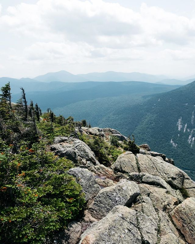 Hi, yes, I'd like to move closer to the mountains ⛰ • • • • • #whitemountains #newhampshire #livefreenh #visitnh #hiking #presidentialrange #backpacking #optoutside #theoutbound #adventureawaits #aforadventure #notparkscanada