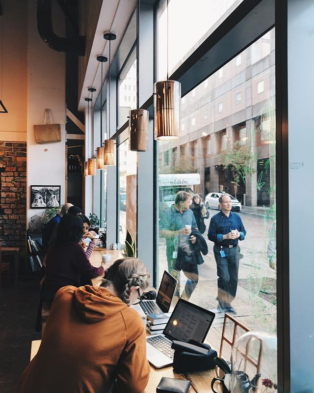 How fall days should be spent. • • • • • #tea #teashop #teahouse #montreal #montrealcafe #montrealmoments #fall #autumn #moody #sweaterweather #coffeeshop #qabaneàthé #homeworkallday