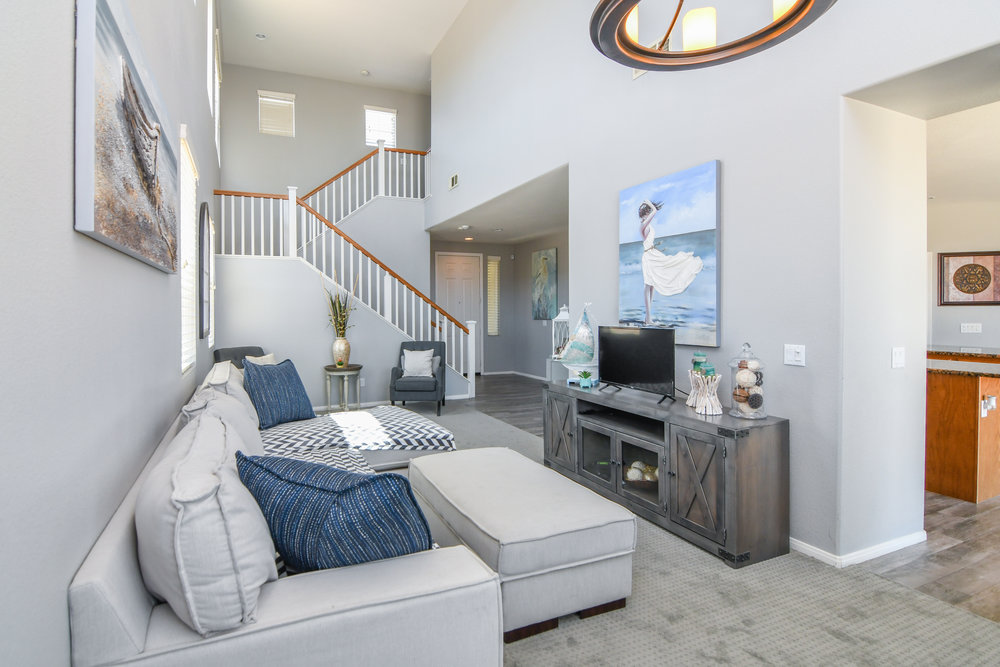 11 - Living Room.jpg