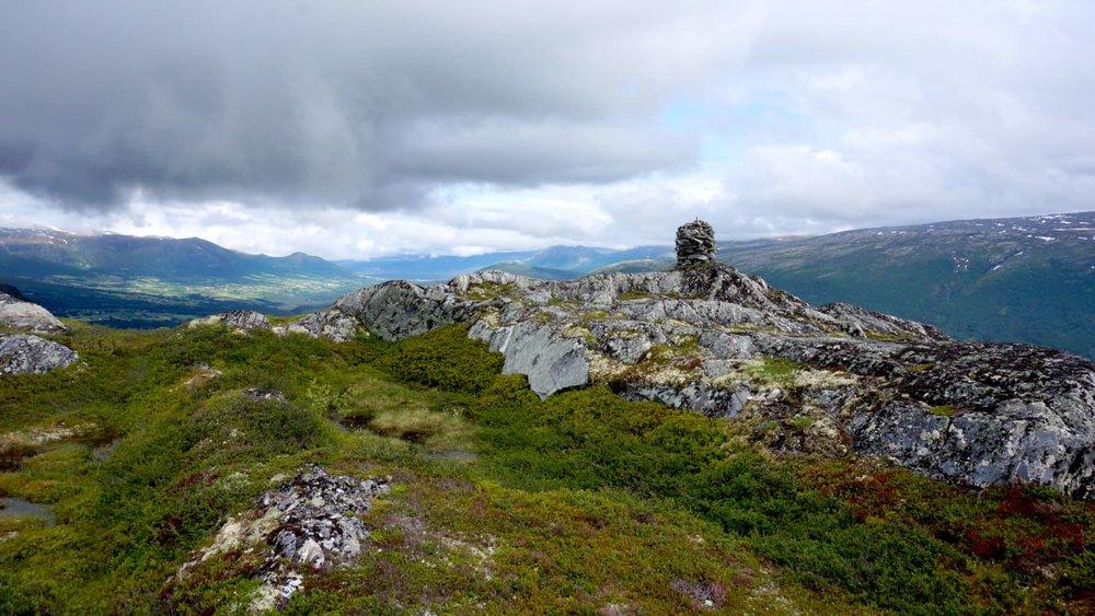 Utsikt til Oppdal, Storlidalen og Sunndalen fra toppen.  Foto: Oddveig Torve