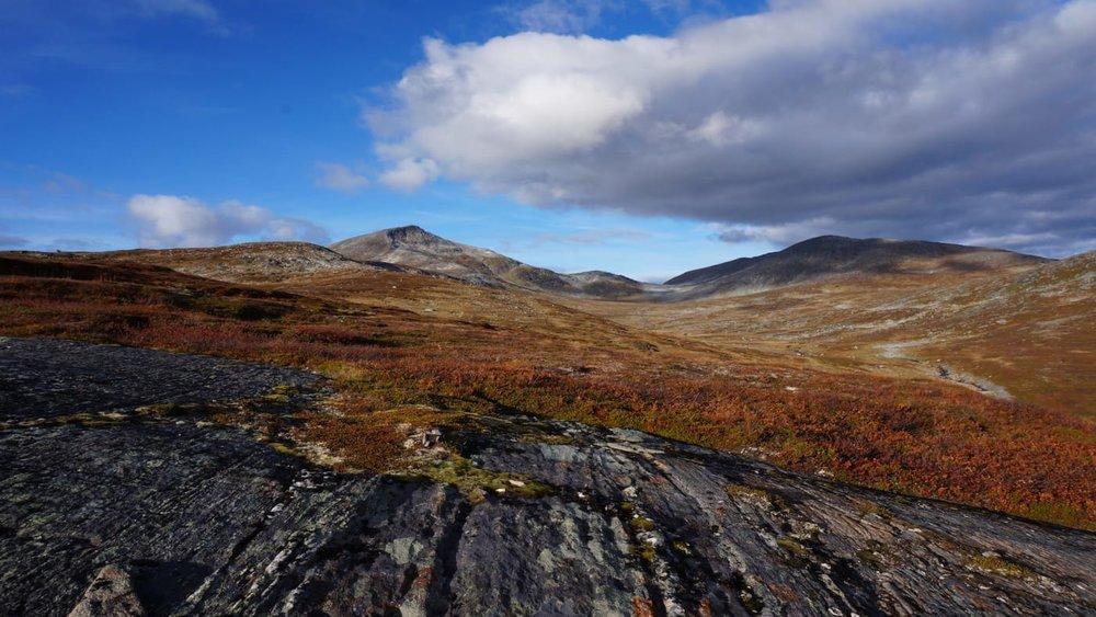 Vakkert turterreng hele veien og med en majestetisk utsikt ventende på toppen. Foto: Oddveig Torve