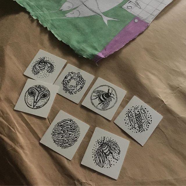 More 2 minute sketches. Designing labels . . . #2minutepractice #kaizen #labels #parallaxartfair #rebeccaduckettwilkinson #inksketches #artist #painting #parallaxartfair2018 #seeyouinlondon