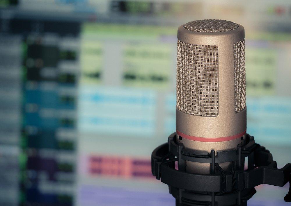 microphone-3381837_1920.jpg